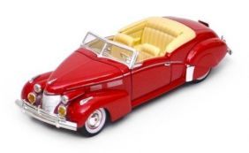 1940 Cadillac Series 62 Sedan - Escala 1:32 - Signature Models
