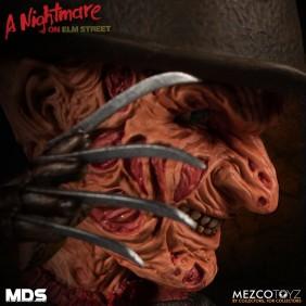 Freddy Krueger - A Nightmare on Elm Street III (A Hora do Pesadelo) - Stylized Figure - Mezco Toyz