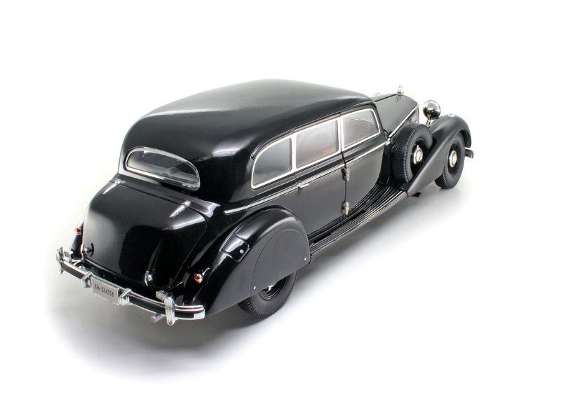 1938 Mercedes-Benz 770K Sedan - Escala 1:18 - Signature Models