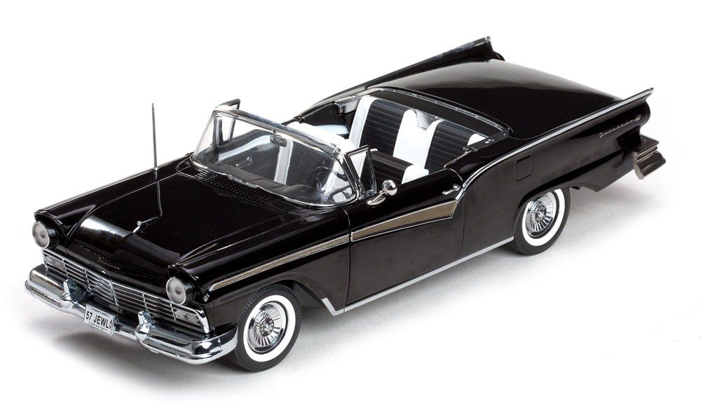 1957 Ford Fairlane 500 Skyliner - Escala 1:18 Sun Star