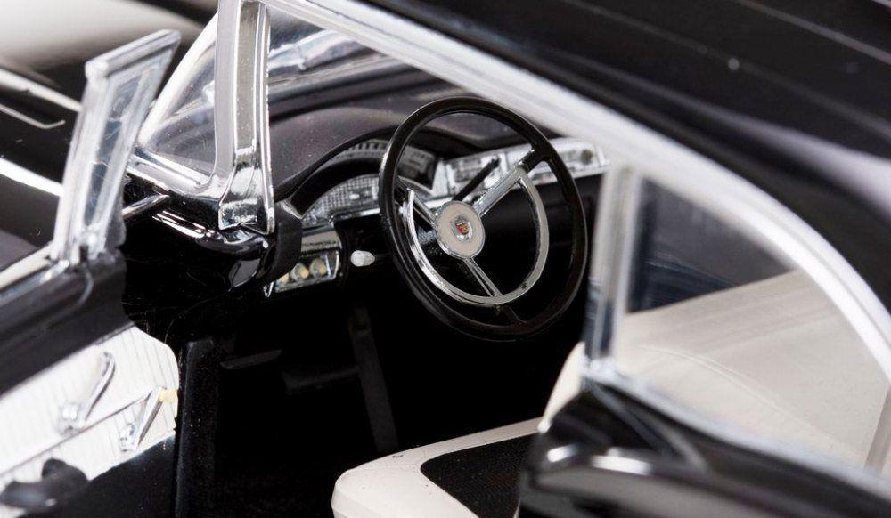 1958 Ford Fairlane 500 Hardtop - Escala 1:18 - Sun Star
