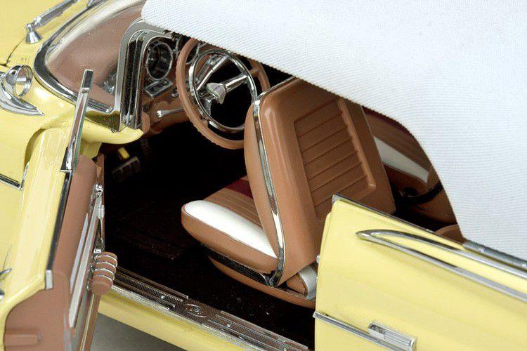 1959 Pontiac Bonneville Closed Convertible - Escala 1:18 - Sun Star