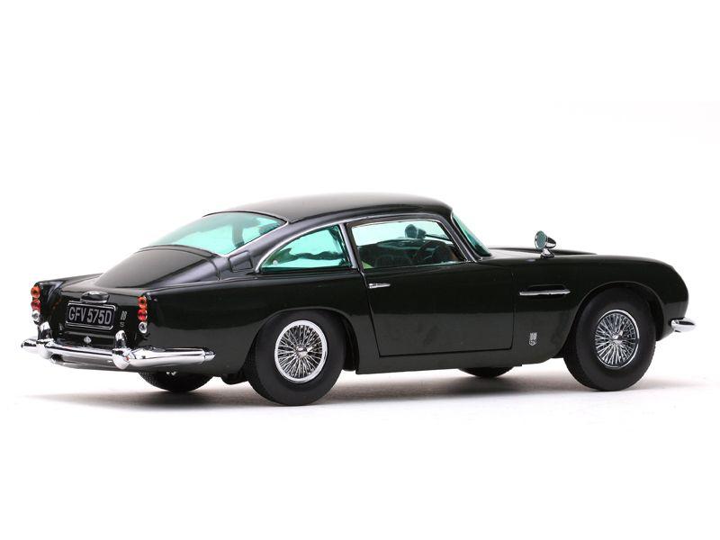 1963 Aston Martin DB5 - Escala 1:18 - Sun Star