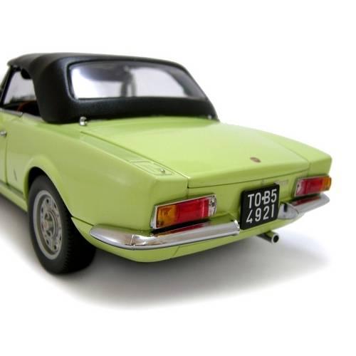 1969 Fiat 124 Spider BS1 - Escala 1:18 - Sun Star