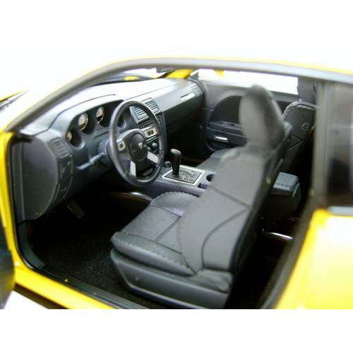 2010 Dodge Challenger SRT8 - Escala 1:18 - Highway 61