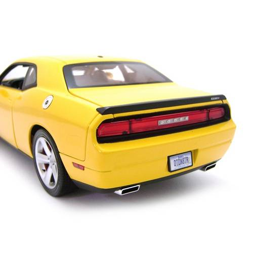 2010 Dodge Challenger SRT8 - Escala 1:18 - Highway 61