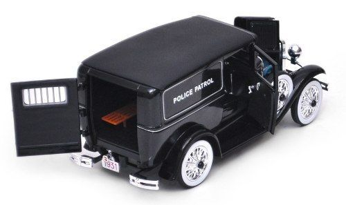 1931 Ford Panel Car Police Patrol - Escala 1:18 - Signature Models