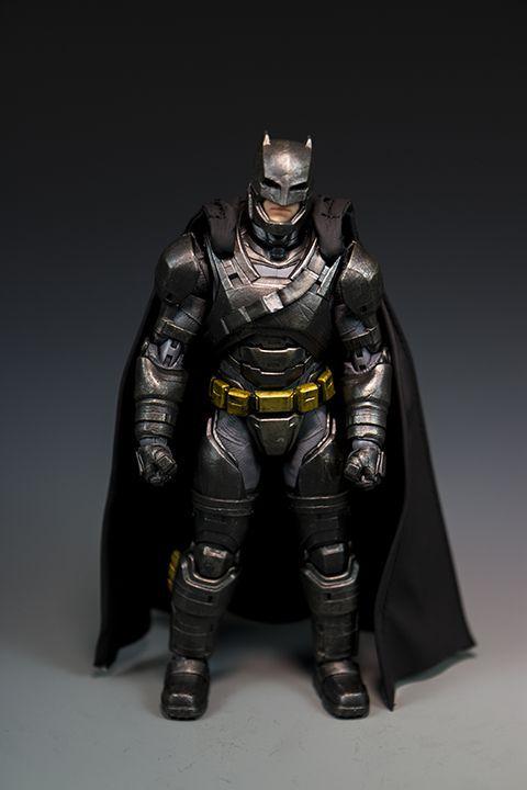 Armored Batman - Batman VS Superman - DC Collectibles