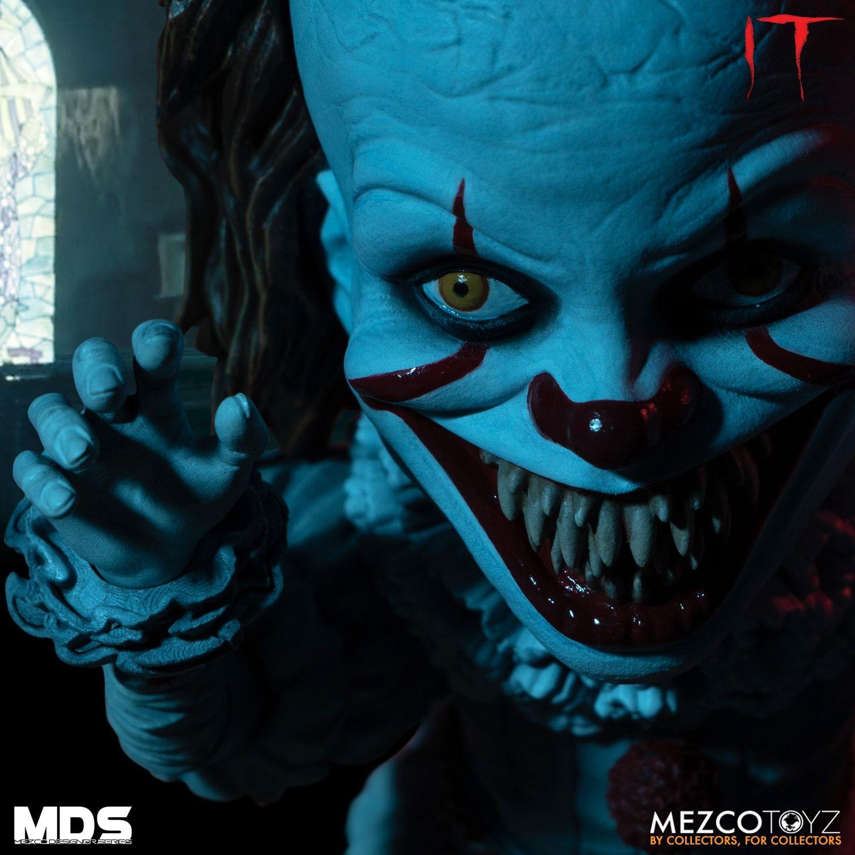 Pennywise - It - Stylized Figure - Mezco Toyz