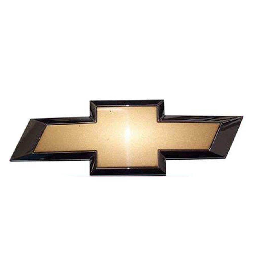 Emblema Dourado Gm Com Borda Cromada traseiro