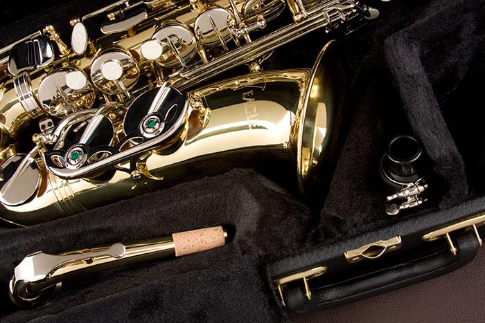 Sax Alto Eagle Laqueado com chaves Niqueladas SA 500 LN - Musical Perin