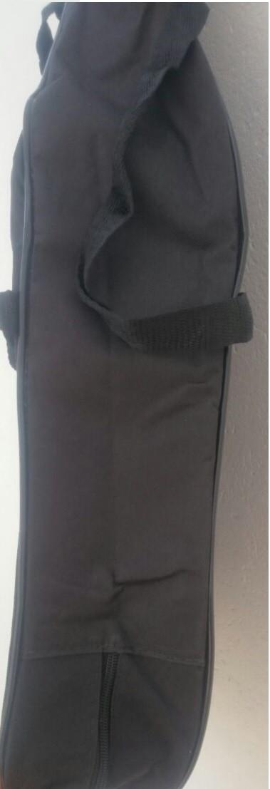 Capa para Violão Clássico comum s/b, CLAVE & BAG. No formato do violão e com alça de mão. CM501