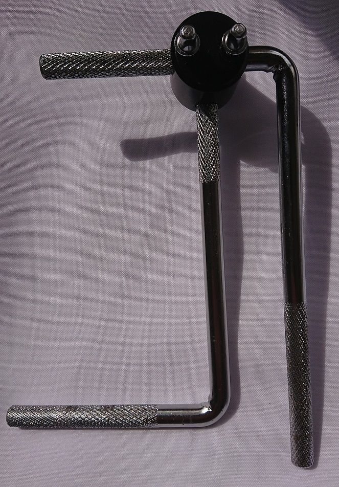 Kit com 2 Hastes L de 175 x 100 x 11 mm e 1 eixo de dupla furação com 11 mm de diâmetro