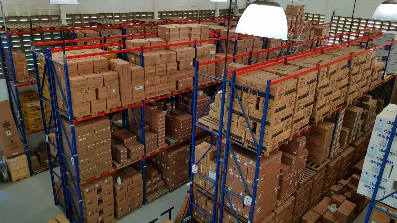 Cadeira de Rodas Taíba Pneu Inflável 44cm Cinza - CARONE  - Shopping Prosaúde