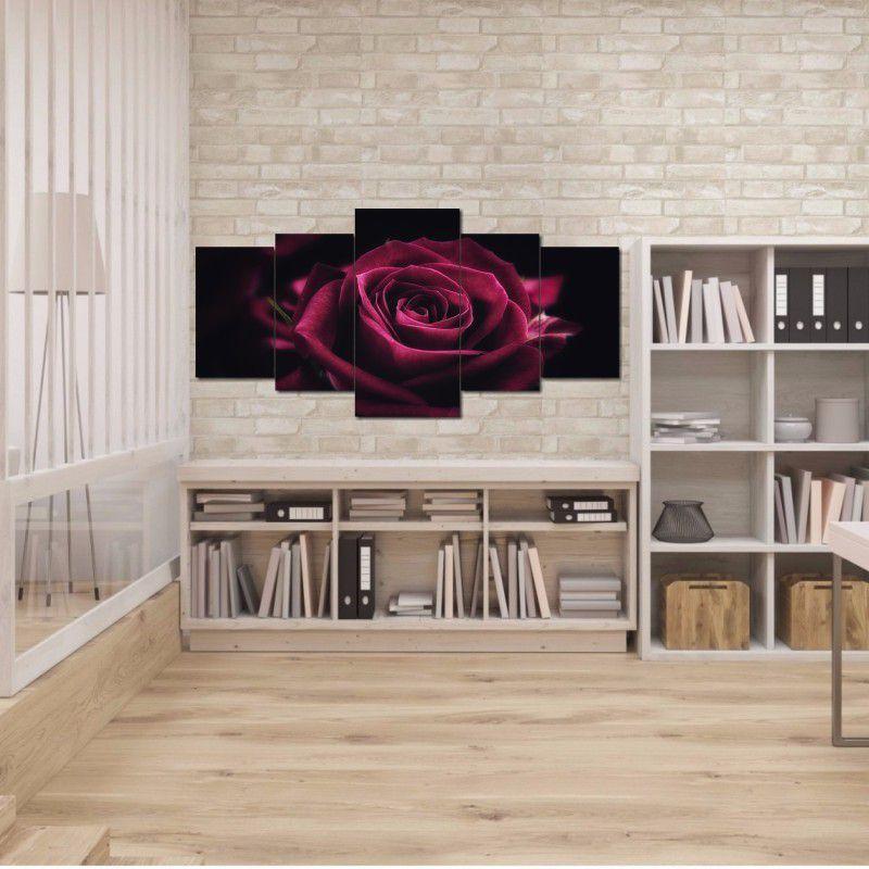 Quadro Decorativo Rosa na Cor Roxa com Fundo Preto