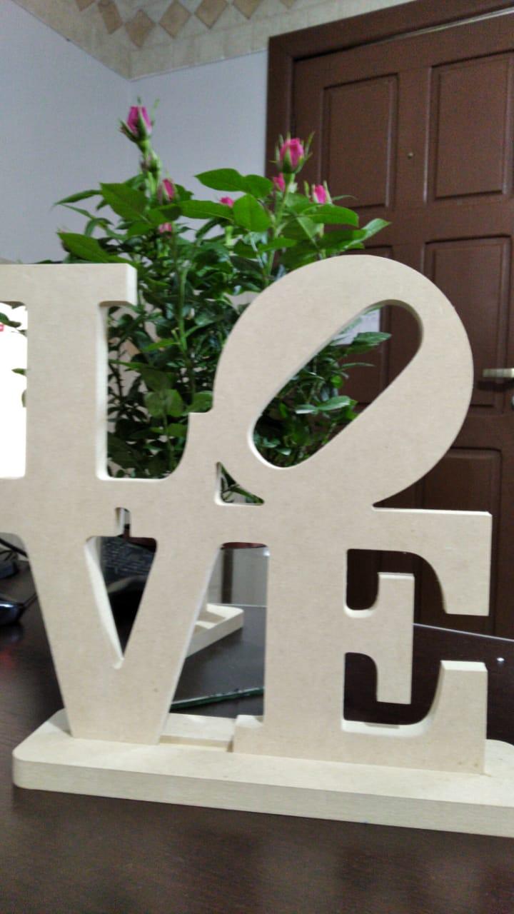 Recorte Palavra Love de 28 cm em MDF 15mm