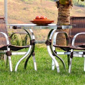 Conjunto com Mesa e 04 Cadeiras Oblongo em fibra sintética