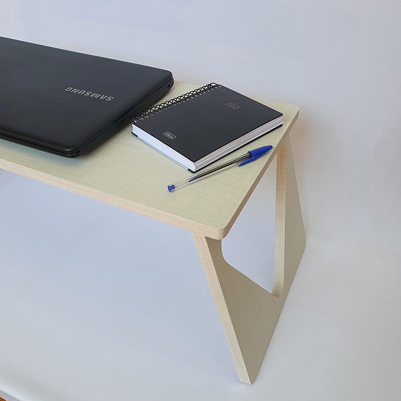 Mesinha Dobrável Para Notebook com Detalhe Lateral