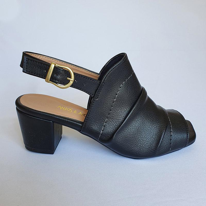 Sandália com Salto em Napa Preta Super Confort