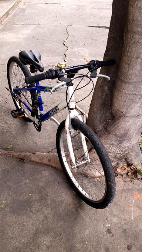 Bicicleta aro 24 - quadro azul Caloi Max - 21v