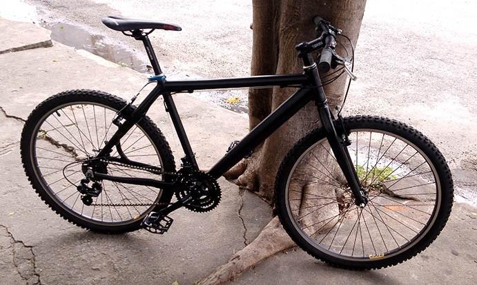 Bicicleta aro 26 - quadro Preto Fosco em alumínio - 21v Shimano Rapid-Fire