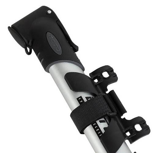 Bomba portátil mini em alumínio - Beto CLD-022 100 PSI - Para válvula Shrader e Presta - Prende no quadro