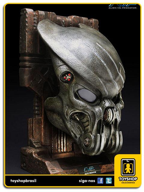AVP Alien Vs Predator : Battle Damaged Celtic  Mask Replica 1:1 - Sideshow Collectibles