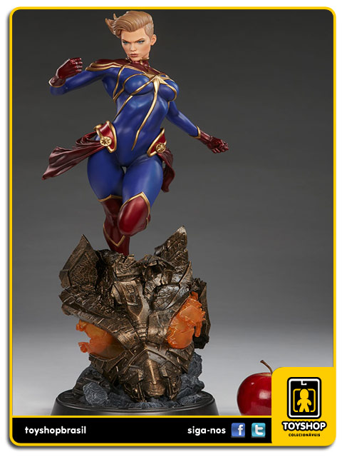 Marvel: Captain Marvel Premium Format - Sideshow Collectibles