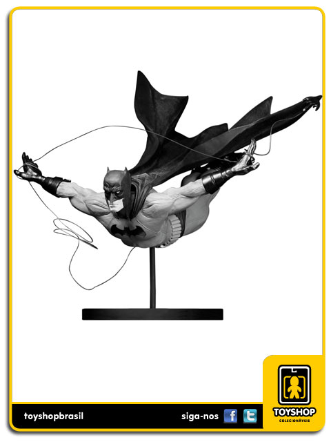 Black and White: Estátua Batman Dick Grayson - DC Collectibles