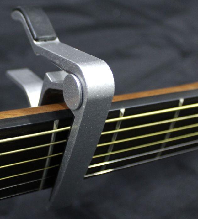 Capotrasto para Violão e Guitarra, Braçadeira Curva Guitar Capo - Prata