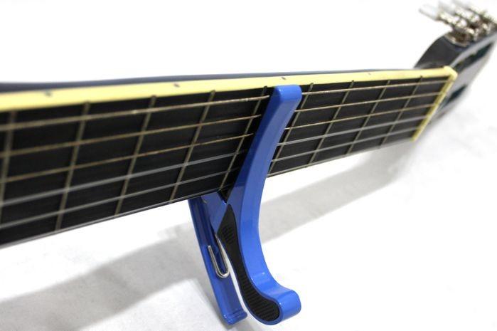 Capotrasto para Violão e Guitarra, Braçadeira Curva Dolphin AZUL - 10698