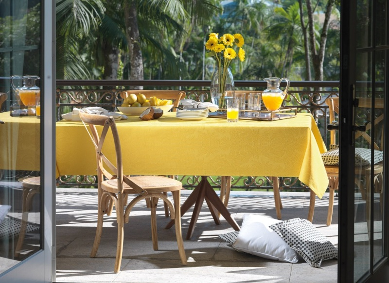 Toalha de Mesa Retangular Tropical Amarela Sempre Limpa 8 lugares Karsten
