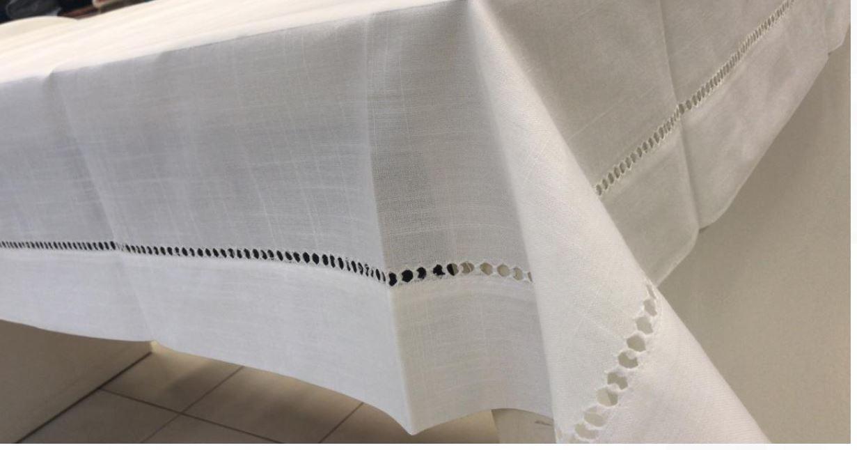 Toalha de Mesa Retangular Bordada 6 Lugares Branca Multi Trade