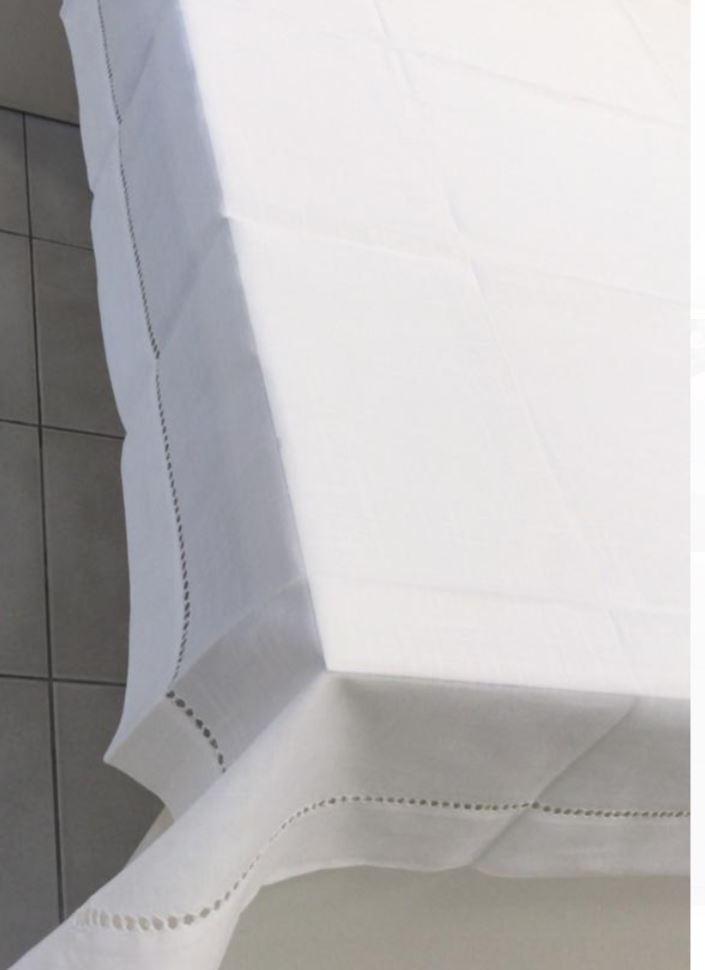 Toalha de Mesa Quadrada Bordada 8 Lugares Branca Multi Trade