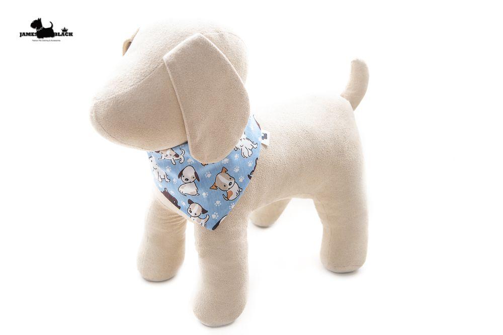 Bandana Pet azul com cachorrinhos e lado azul de bolinhas brancas