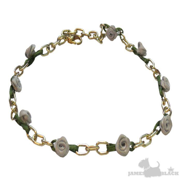 Delicado colar para Pets pequenos ou gatos com corrente dourada junto com rosinhas feitas à mão