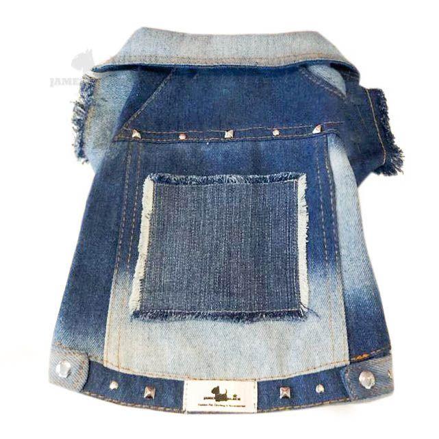 Jaqueta Jeans com lavagem e detalhes em rebites