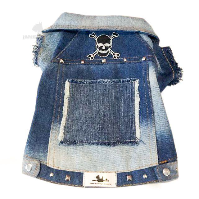 Jaqueta Jeans com lavagem e detalhes em rebites e patch de caveira preta