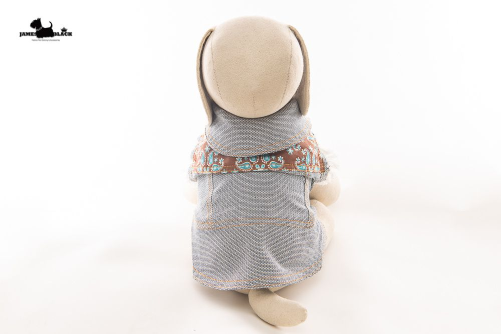 Jaqueta Jeans Pet com detalhes em lindo tecido com desenhos Paisley marrom