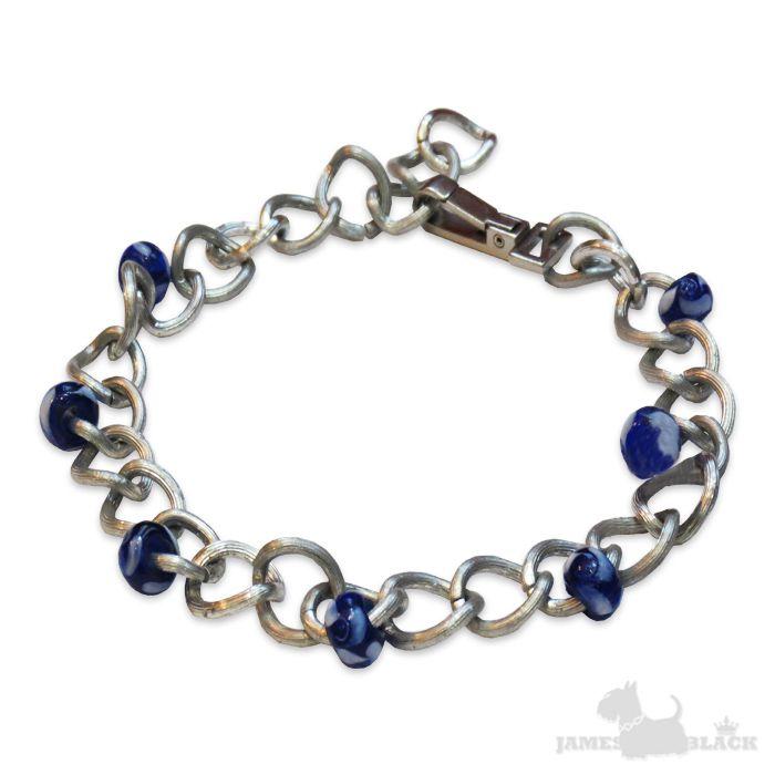 Lindo colar Pet prateado com detalhes em cristais azuis.