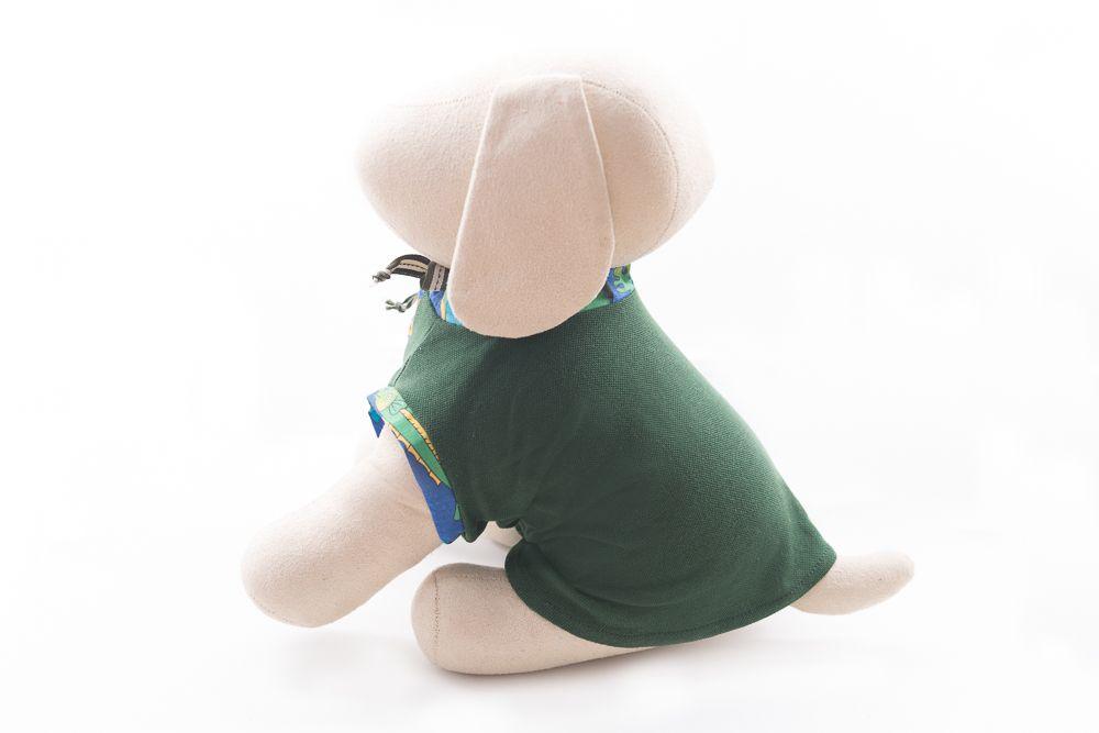 Camisa Gola Careca Verde Escuro com detalhes estampados verde claro