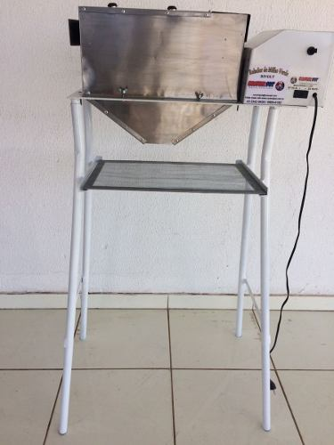Ralador Industrial D Milho&alimentos Geral Com Pé E Peneira  - Controlpot Maquinas e Batedores Milk Shake e Furador de Côco