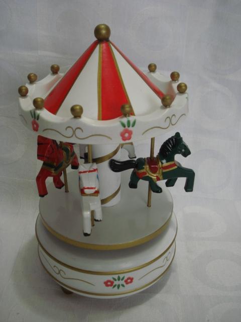 Caixa Musical Carrossel Branca Caixinha Cavalinho  - Presente Presente