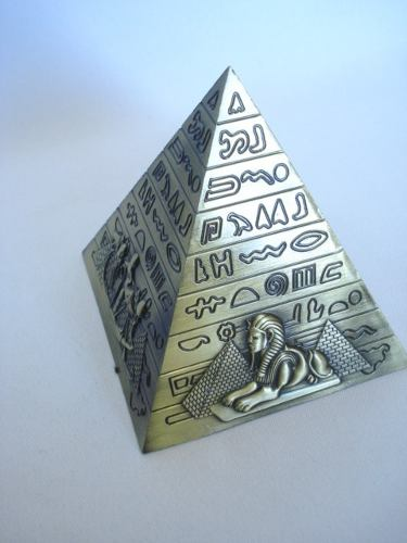 Enfeite Estátua Pirâmide Egito Decoração Escultura Metal  - Presente Presente