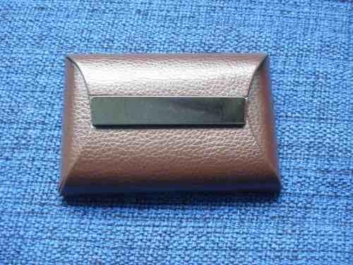 Porta Cartão De Visitas Marrom Placa De Metal Fumê Couro  - Presente Presente
