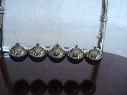 Pêndulo De Newton Medio Decoração Escritório  - Presente Presente