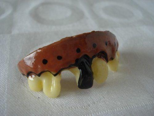 Dentadura Dente Prodre Manchado Gengiva Pegadinha Haloween  - Presente Presente