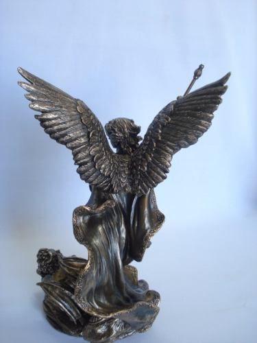 Enfeite São Miguel Arcanjo Lança Estátua 29cm Resina  - Presente Presente