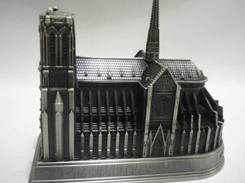 Miniatura Catedral Notre Dame Enfeite Decoração Metal  - Presente Presente