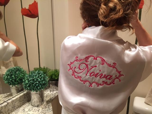 Robe para Noiva - Branco com Arabesco bordado em pink, dourado ou azul Tiffany